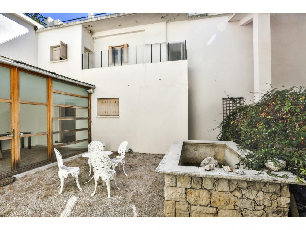 2 bed Property For Sale in Nice,  - 14