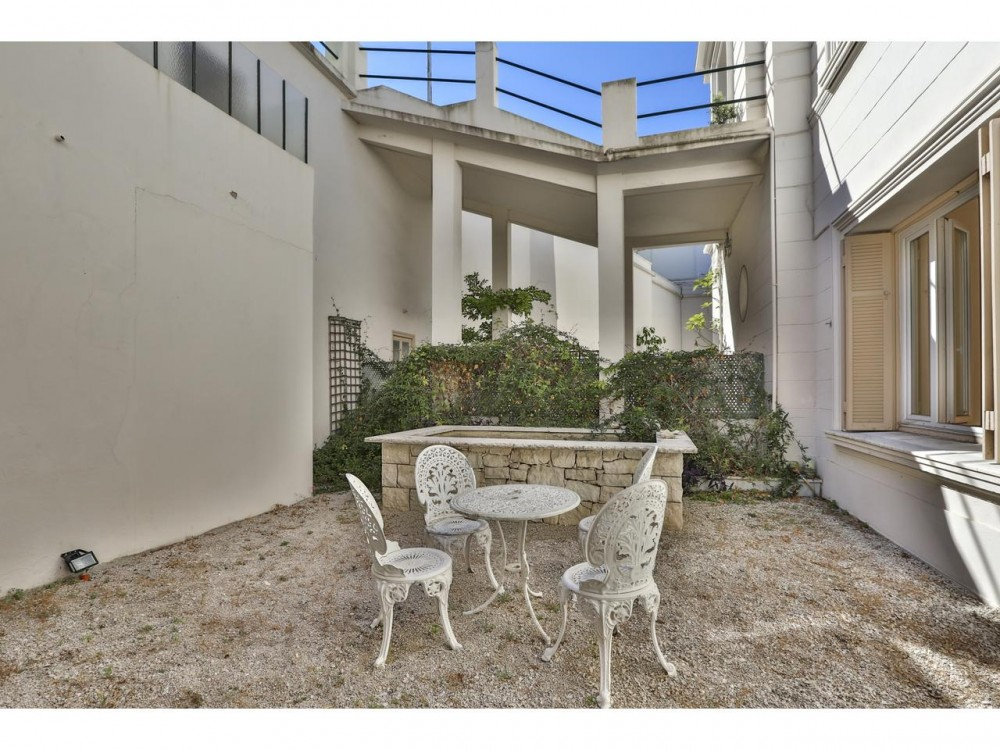 2 bed Property For Sale in Nice,  - 15