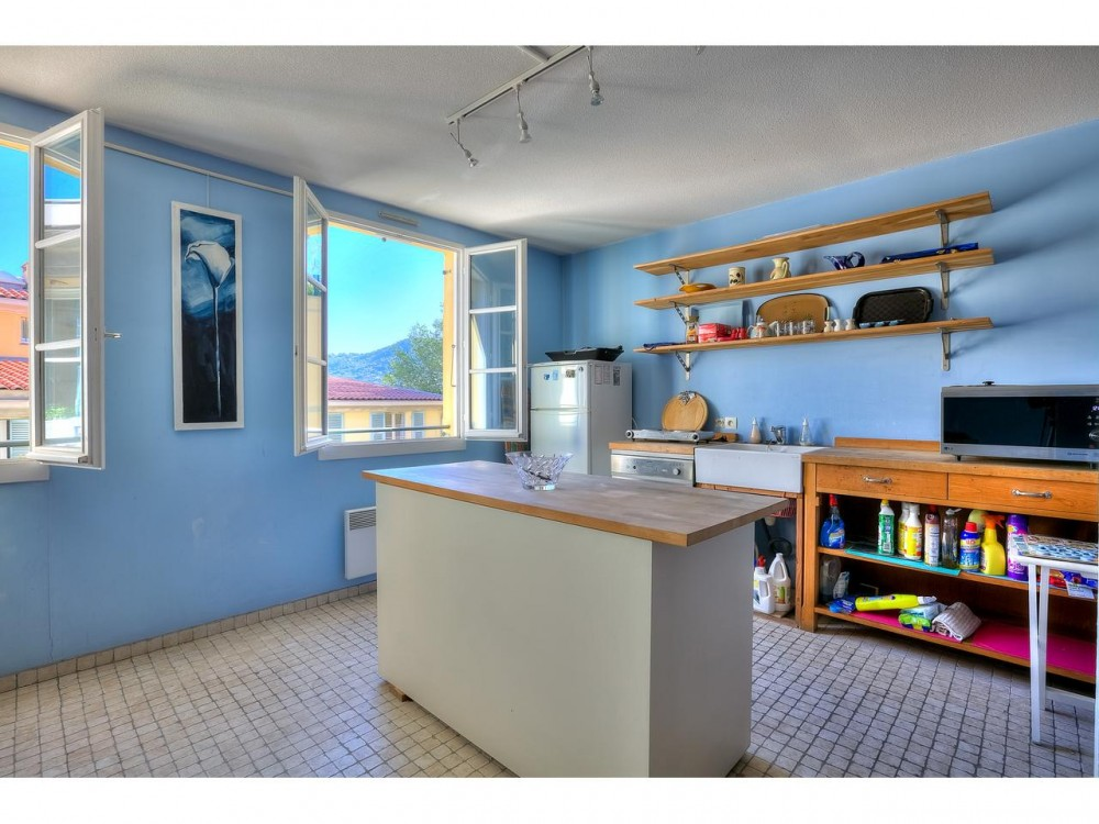 2 bed Property For Sale in Nice,  - 4