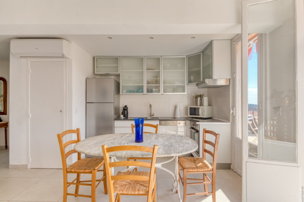 3 bed Property For Sale in Outside Nice,  - 7