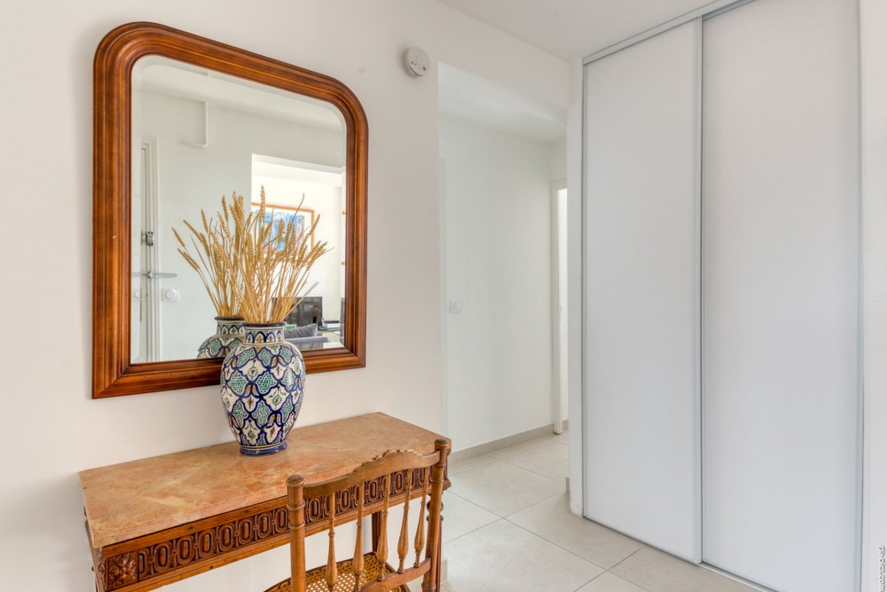 3 bed Property For Sale in Outside Nice,  - 8