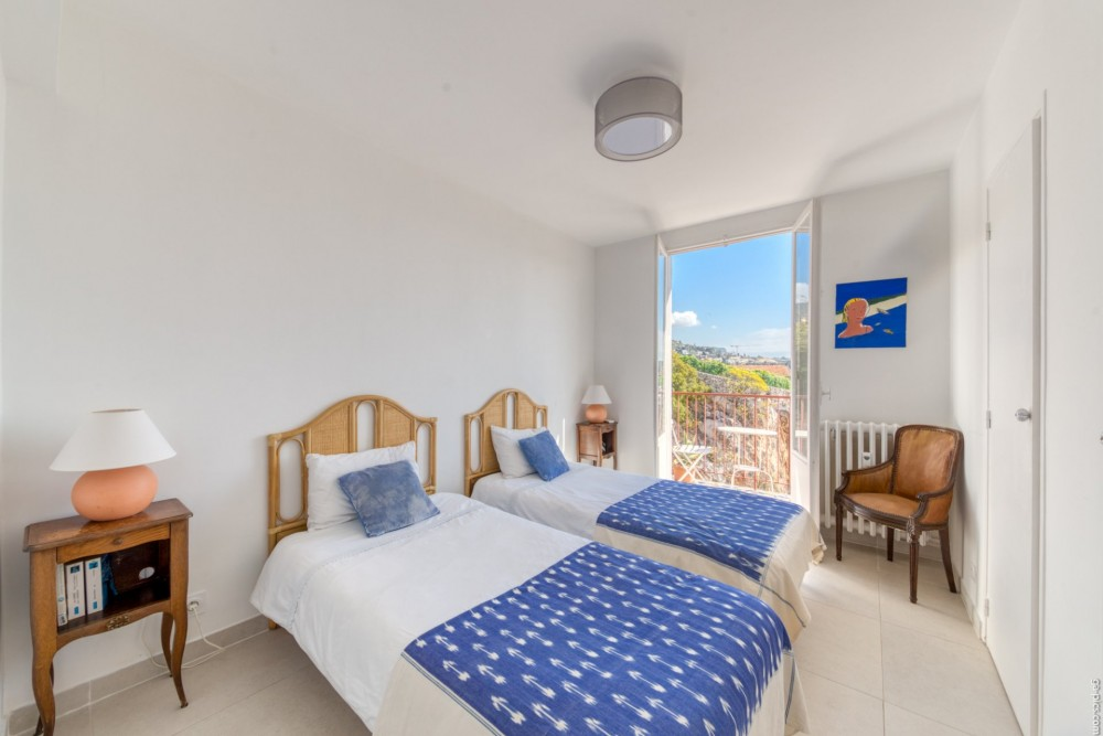 3 bed Property For Sale in Outside Nice,  - 9