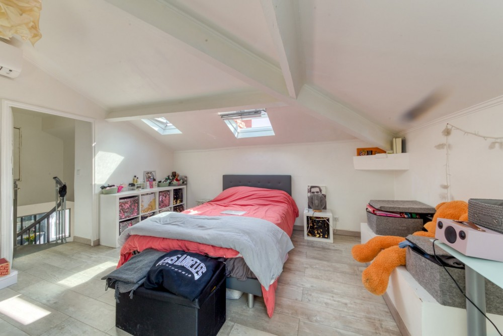 2 bed Property For Sale in Nice,  - 12