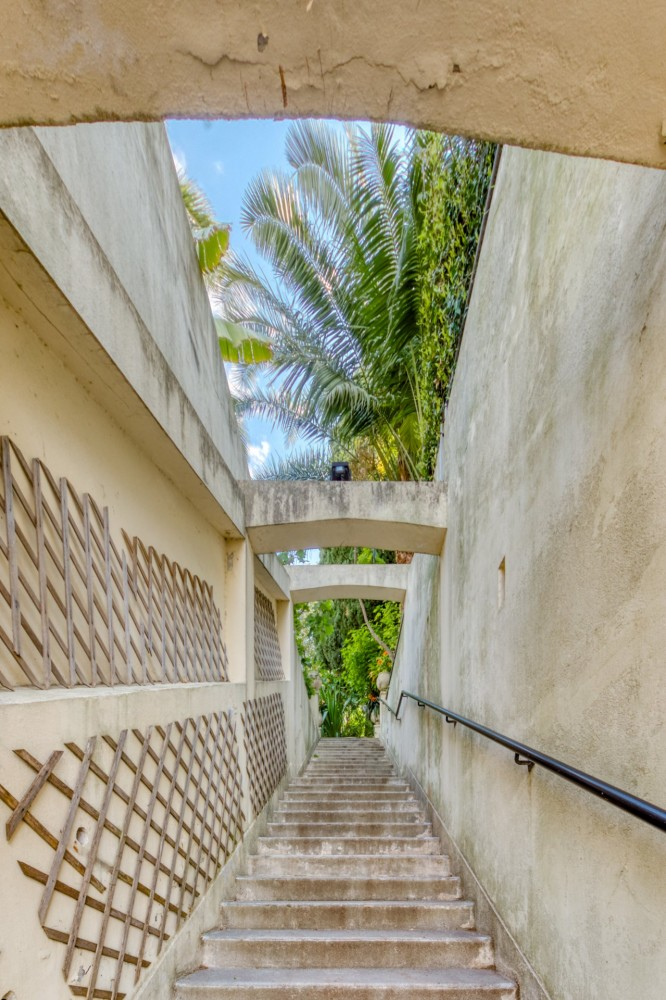 2 bed Property For Sale in Nice,  - 19