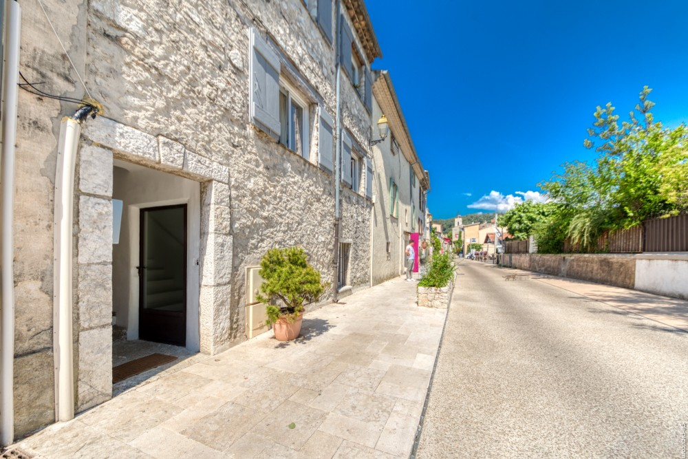 1 bed Property For Sale in Outside Nice,  - 17