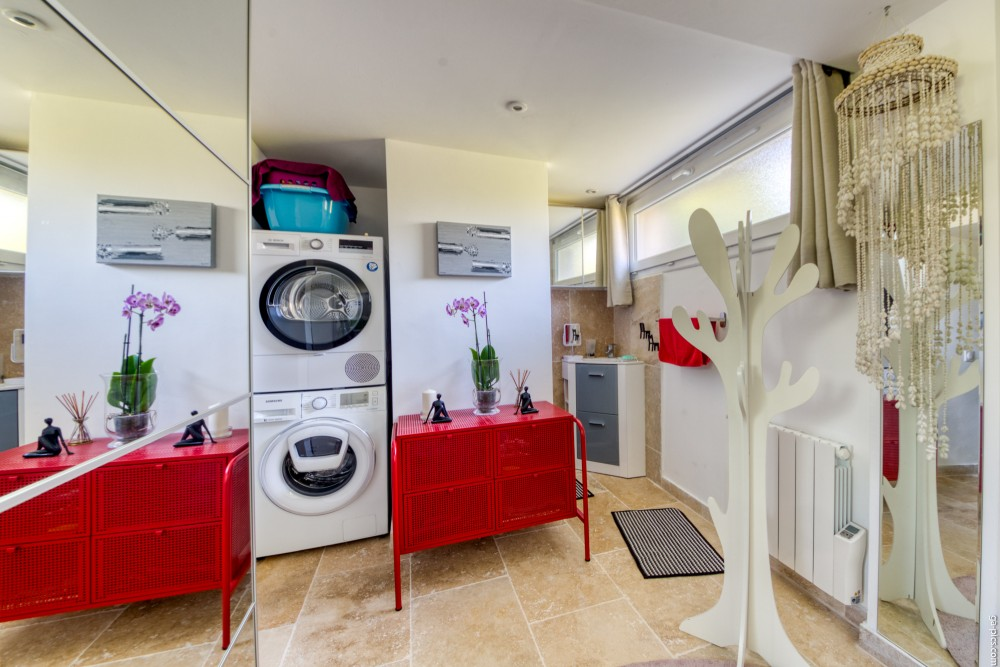 1 bed Property For Sale in Outside Nice,  - 8