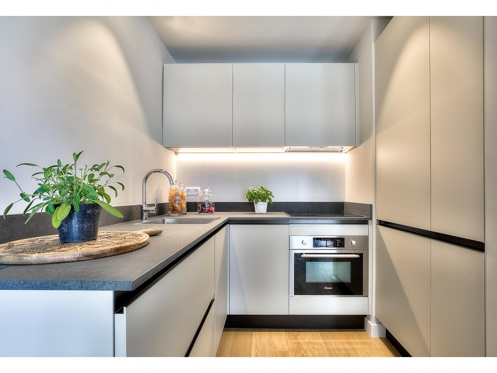 1 bed Property For Sale in Nice,  - 11