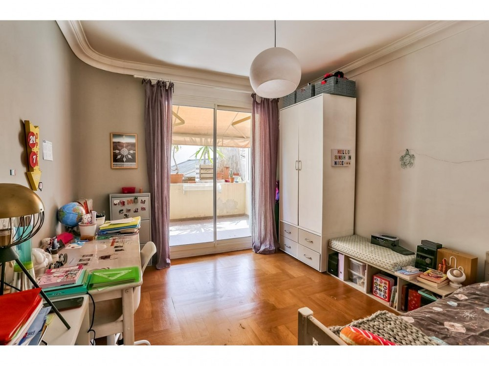 2 bed Property For Sale in Nice,  - thumb 5