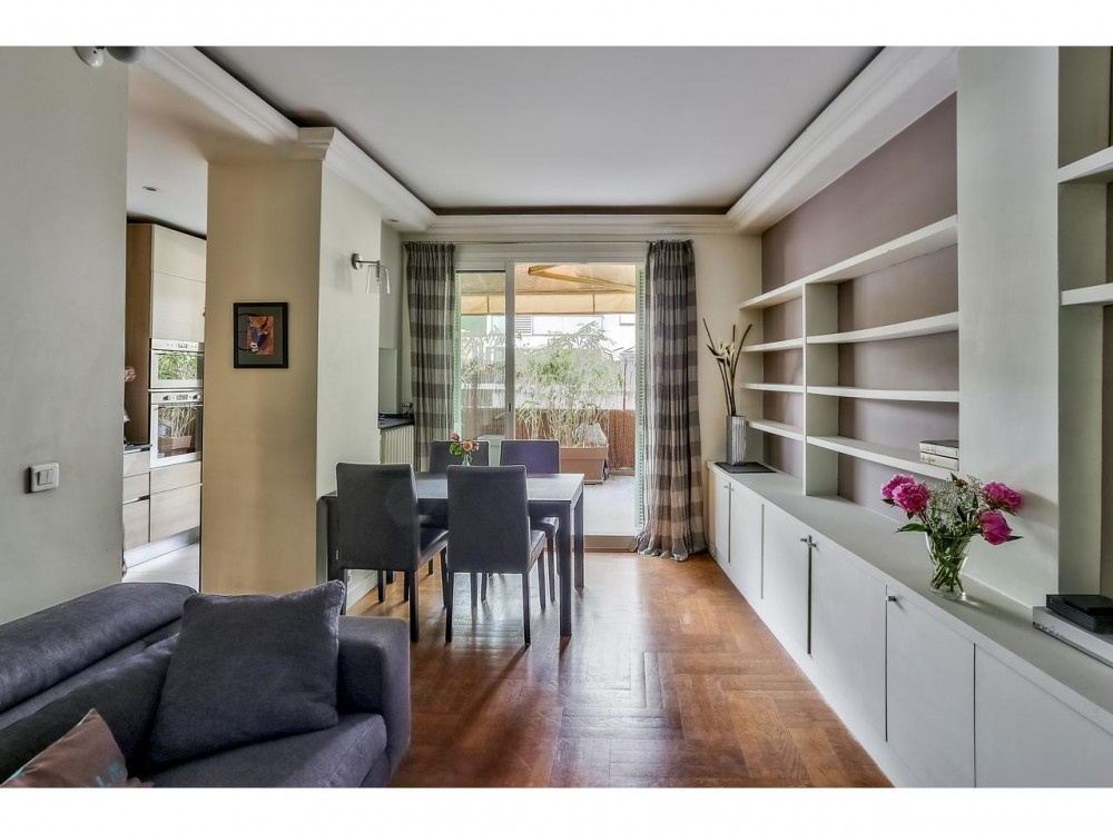 2 bed Property For Sale in Nice,  - thumb 3