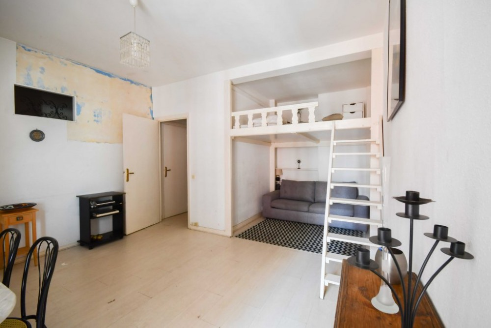 1 bed Property For Sale in Nice,  - 5
