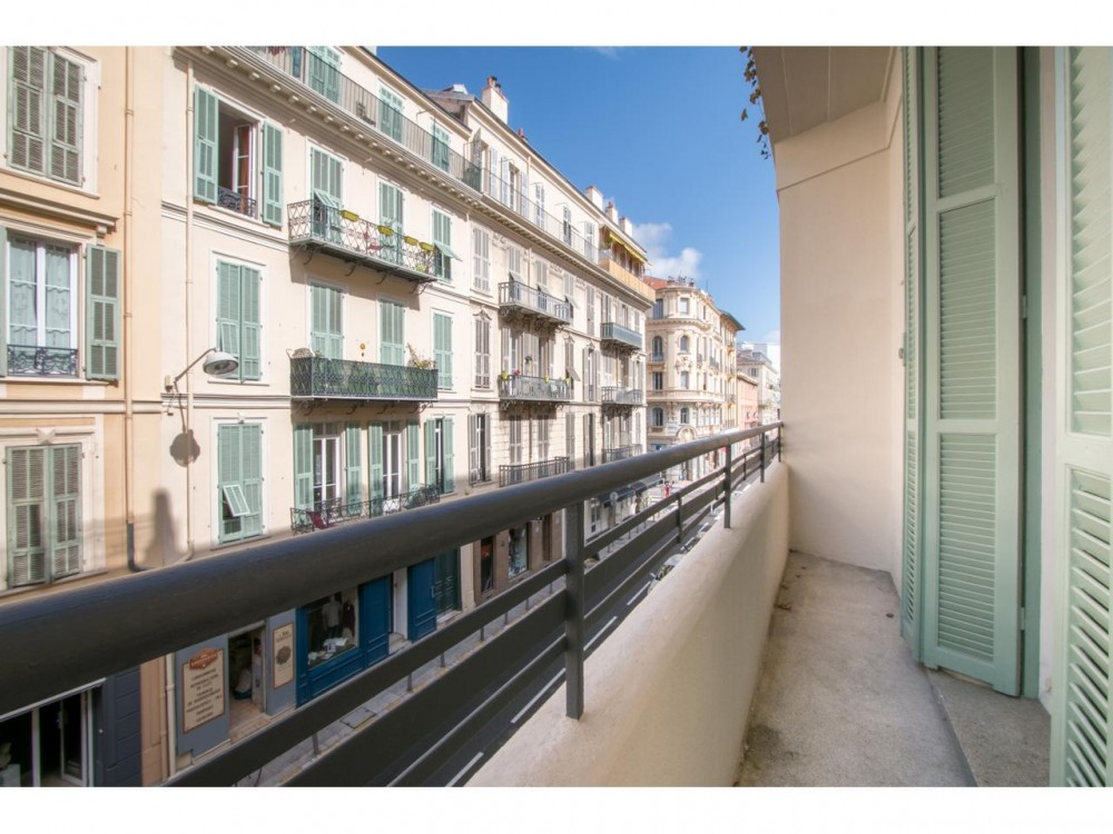 3 bed Property For Sale in Nice,  - 1