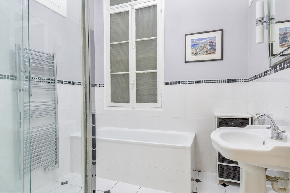 2 bed Property For Sale in Nice,  - thumb 6