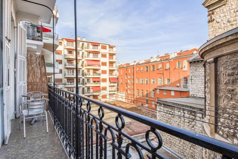 2 bed Property For Sale in Nice,  - thumb 4