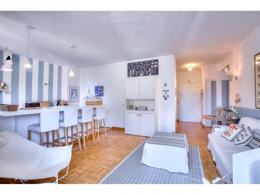 1 bed Property For Sale in Nice,  - thumb 4