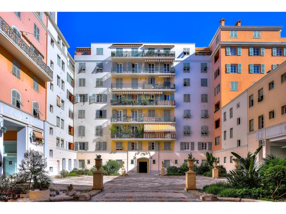 1 bed Property For Sale in Nice,  - thumb 8