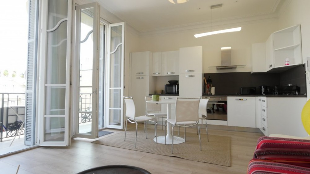 1 bed Property For Sale in Nice,  - thumb 3