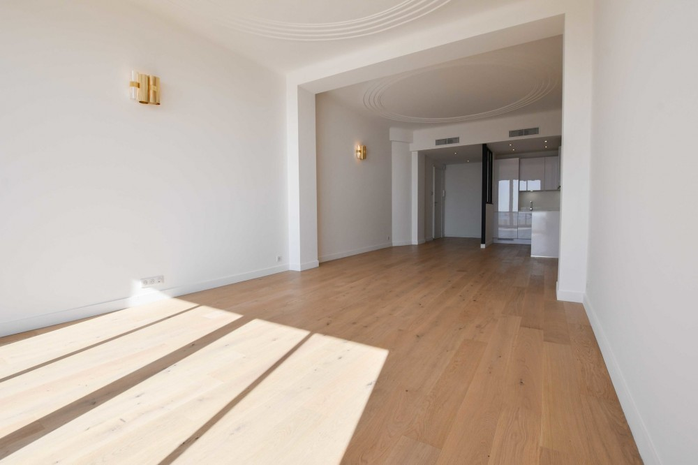 3 bed Property For Sale in Nice,  - 3