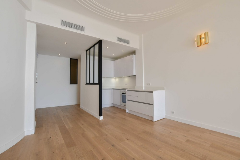 3 bed Property For Sale in Nice,  - 4