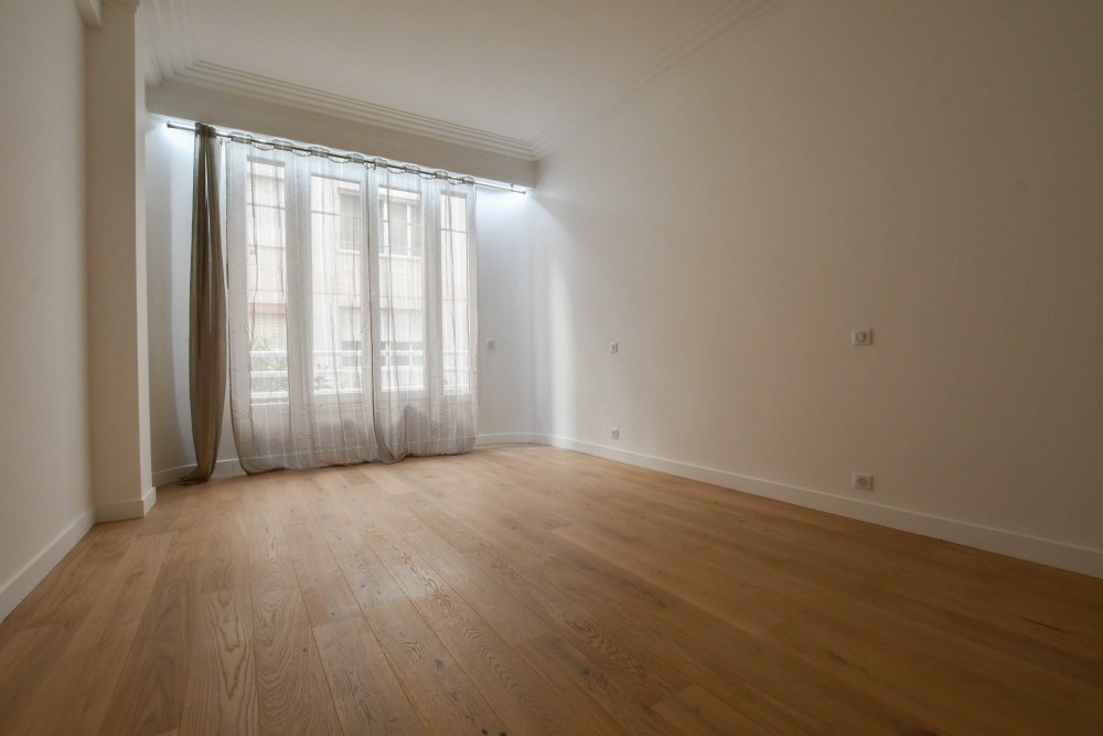 3 bed Property For Sale in Nice,  - 9