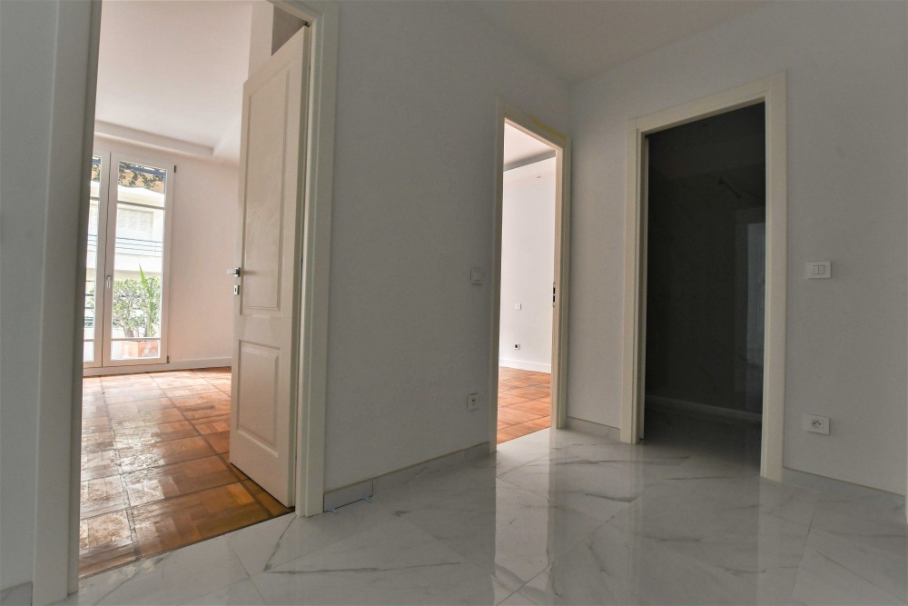 2 bed Property For Sale in Nice,  - 8