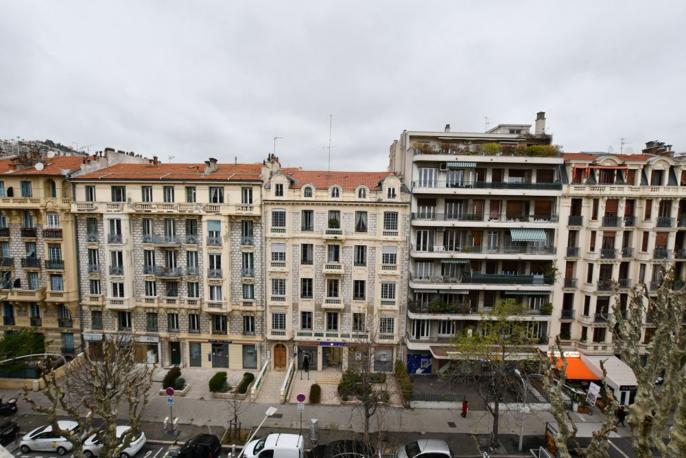 4 bed Property For Sale in Nice,  - 10