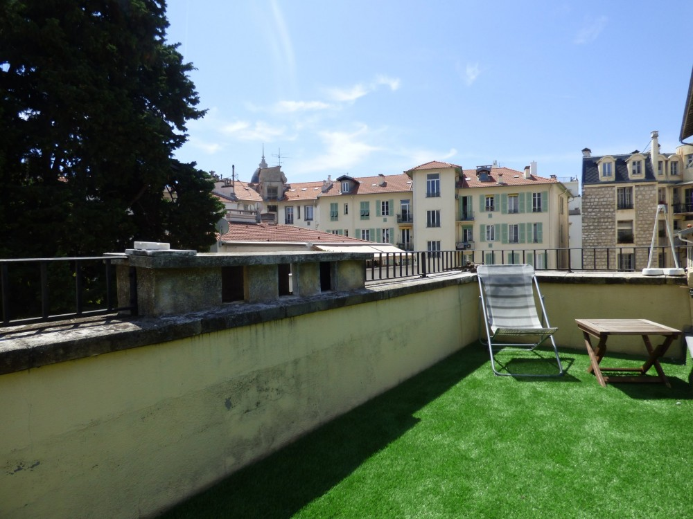 2 bed Property For Sale in Nice,  - 2
