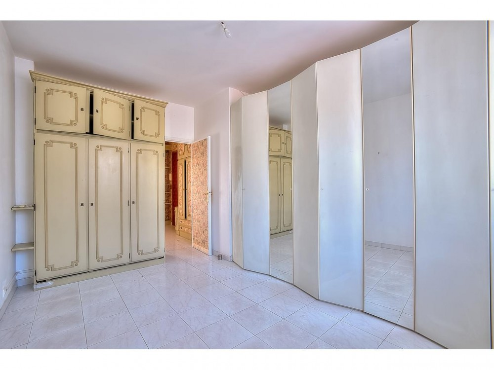 2 bed Property For Sale in Nice,  - thumb 7