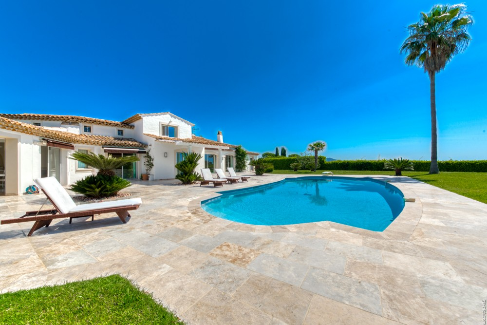 4 bed Property For Sale in Outside Nice,  - 7