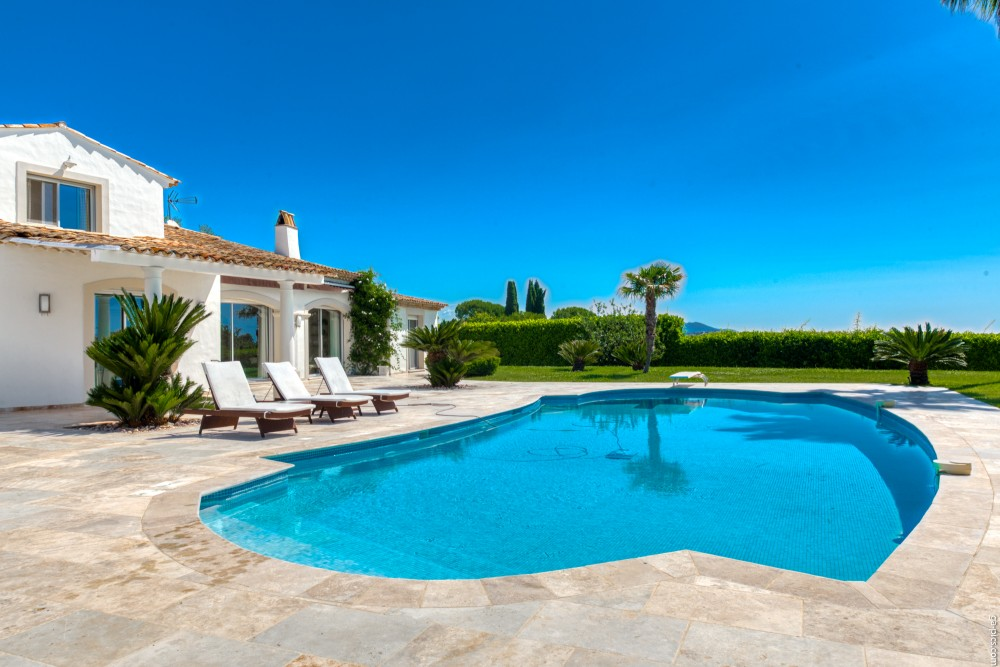 4 bed Property For Sale in Outside Nice,  - 8
