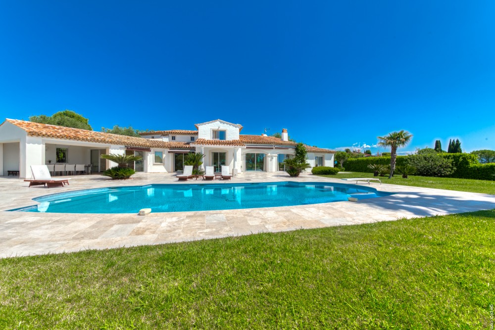 4 bed Property For Sale in Outside Nice,  - 5
