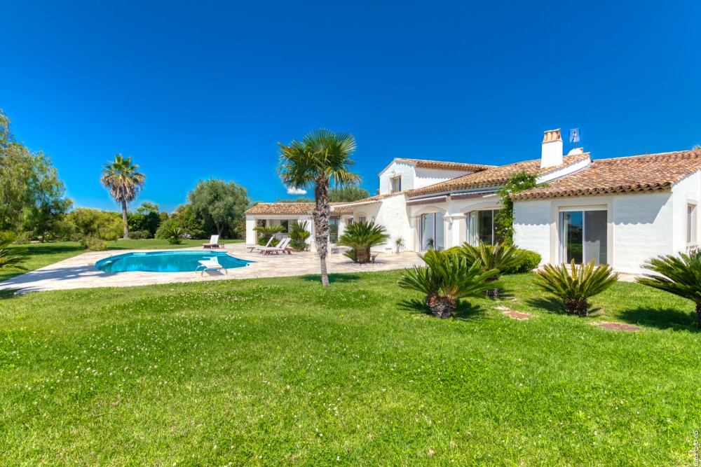 4 bed Property For Sale in Outside Nice,  - 13