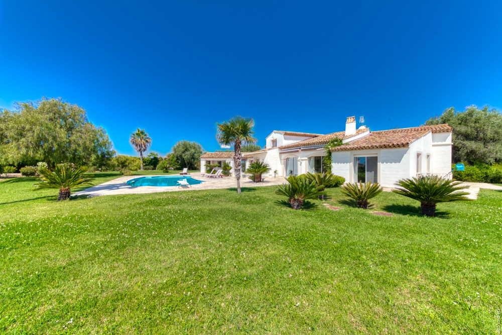 4 bed Property For Sale in Outside Nice,  - 14