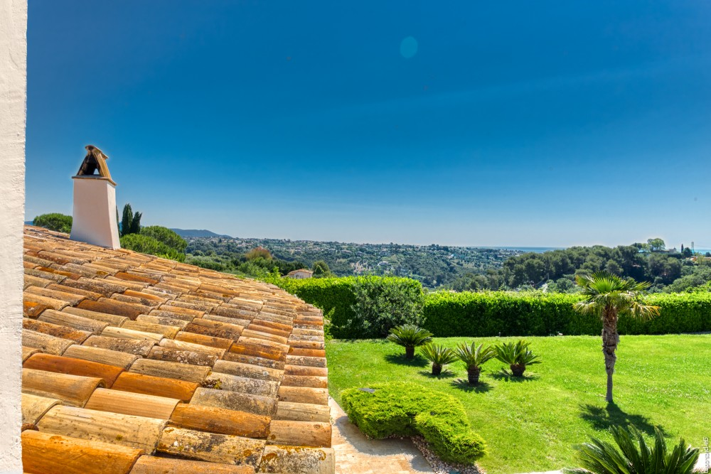 4 bed Property For Sale in Outside Nice,  - 16