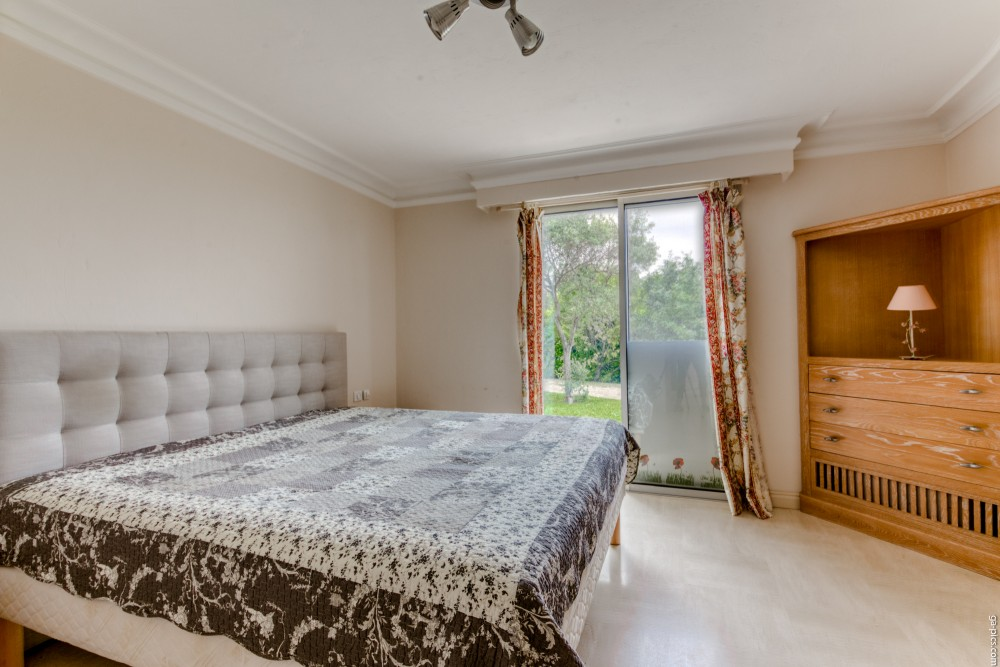 4 bed Property For Sale in Outside Nice,  - 18