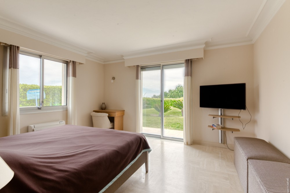 4 bed Property For Sale in Outside Nice,  - 19