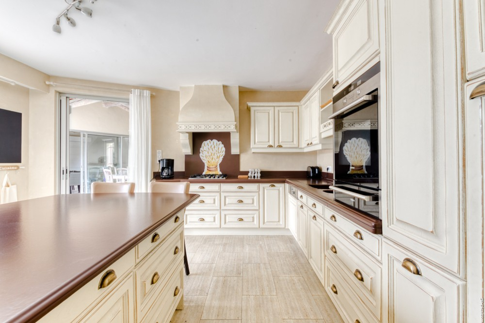 4 bed Property For Sale in Outside Nice,  - 22