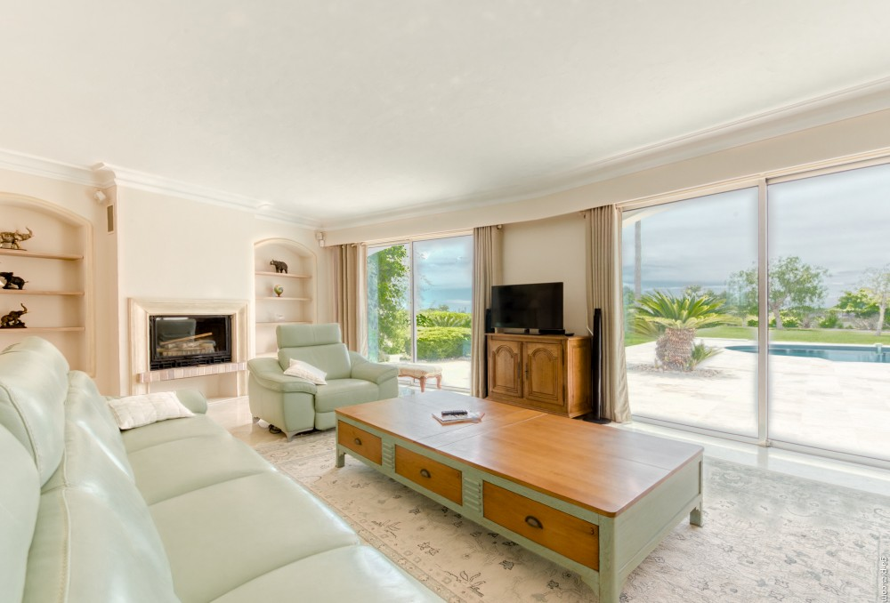 4 bed Property For Sale in Outside Nice,  - 9