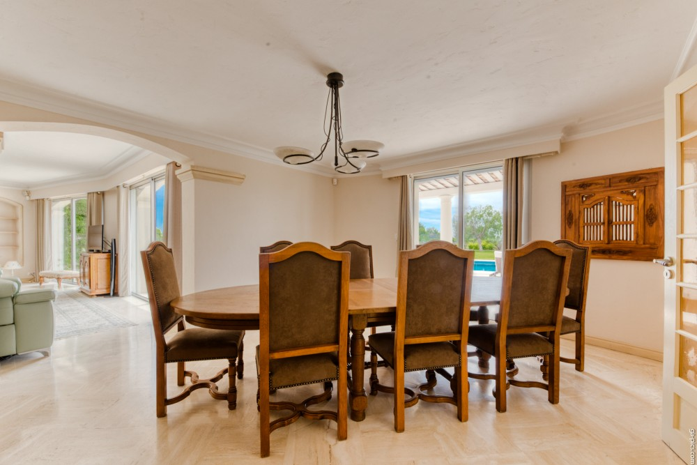 4 bed Property For Sale in Outside Nice,  - 10