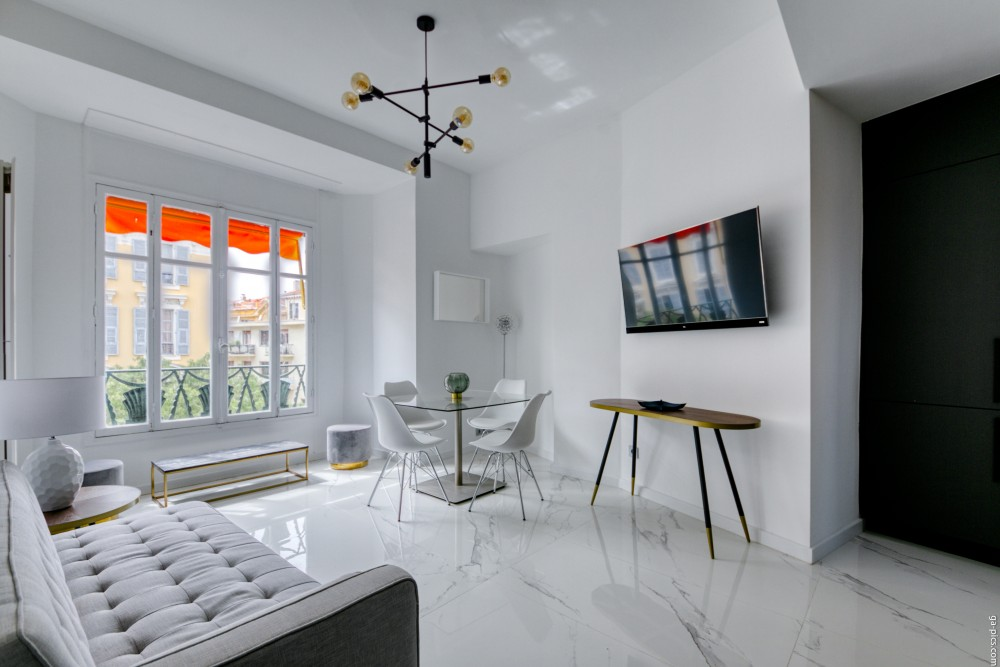 2 bed Property For Sale in Nice,  - 3