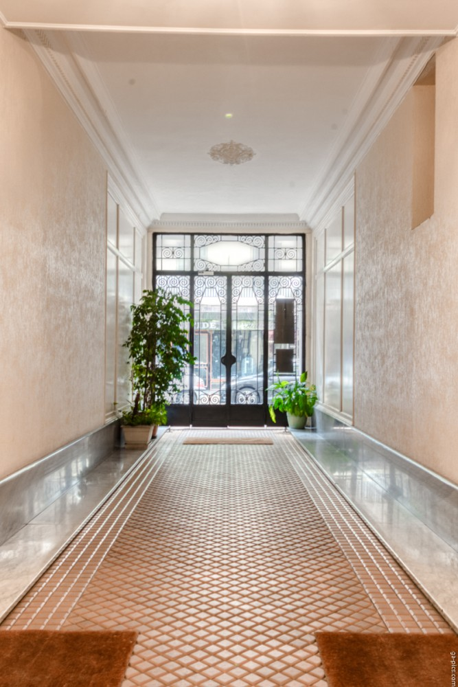 3 bed Property For Sale in Nice,  - 14
