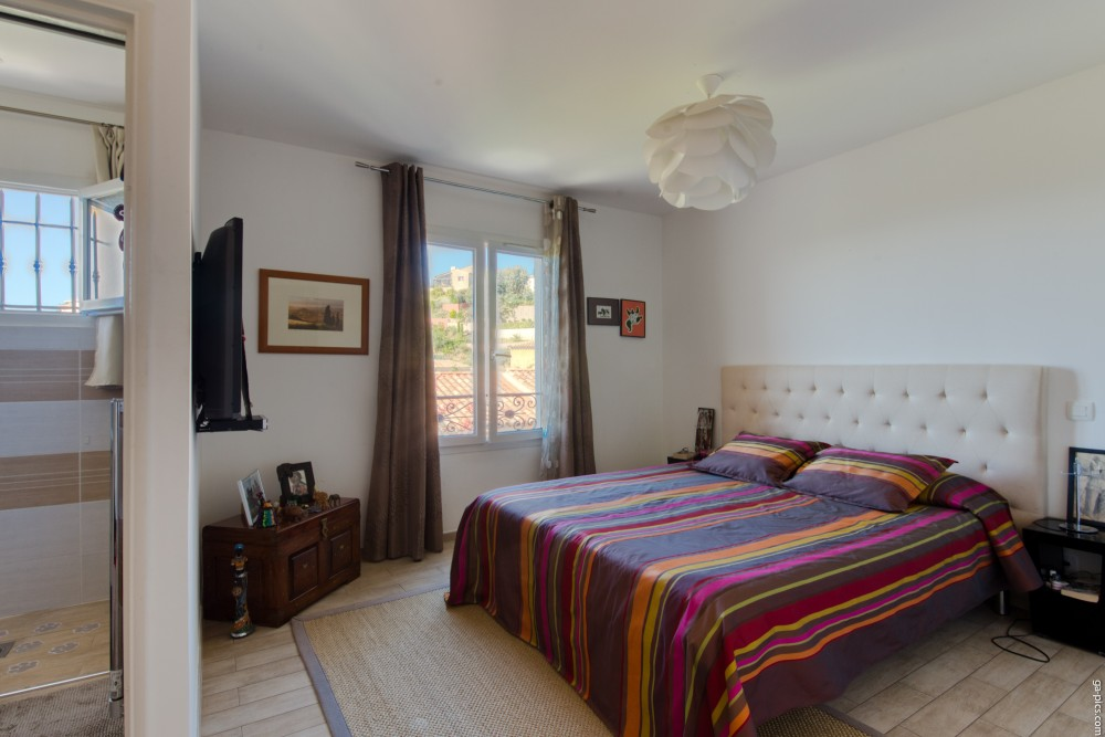 3 bed Property For Sale in Outside Nice,  - 10