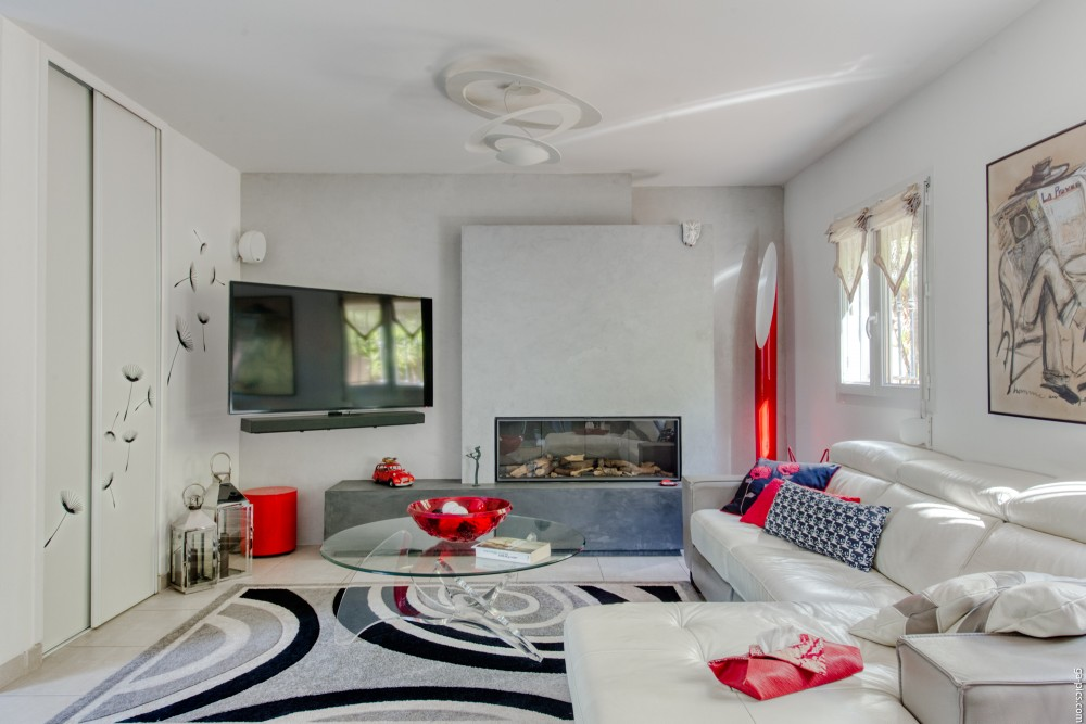 3 bed Property For Sale in Outside Nice,  - 35