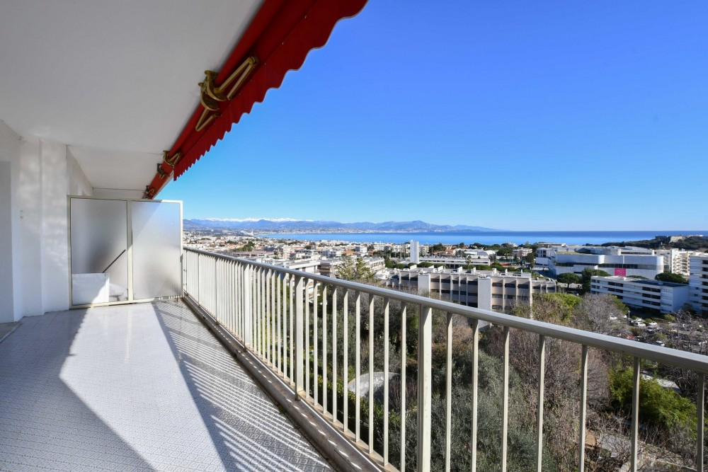 2 bed Property For Sale in Outside Nice,  - 4