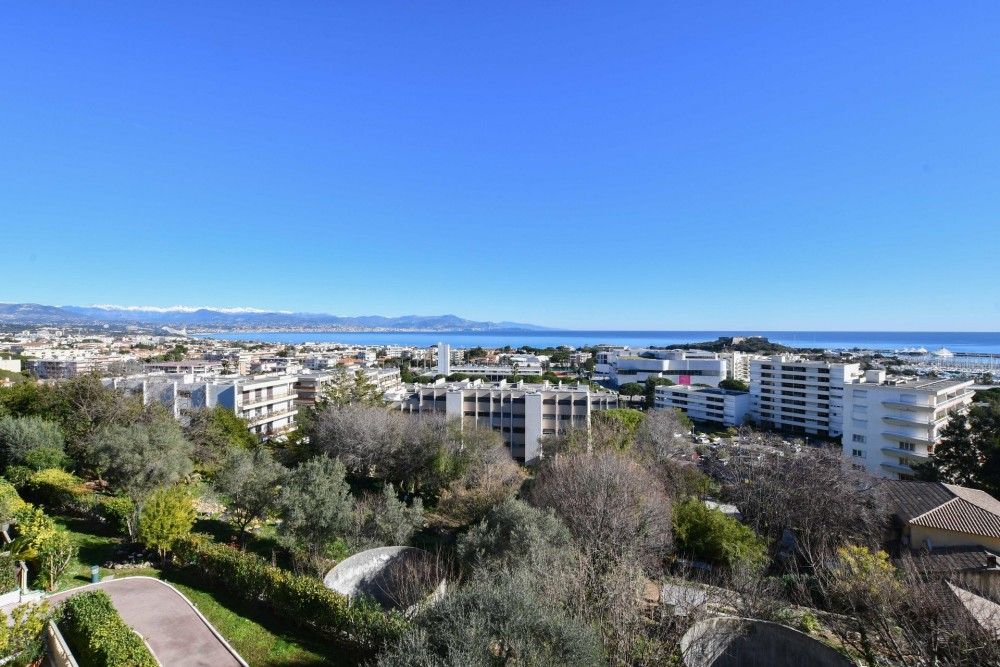 2 bed Property For Sale in Outside Nice,  - 5