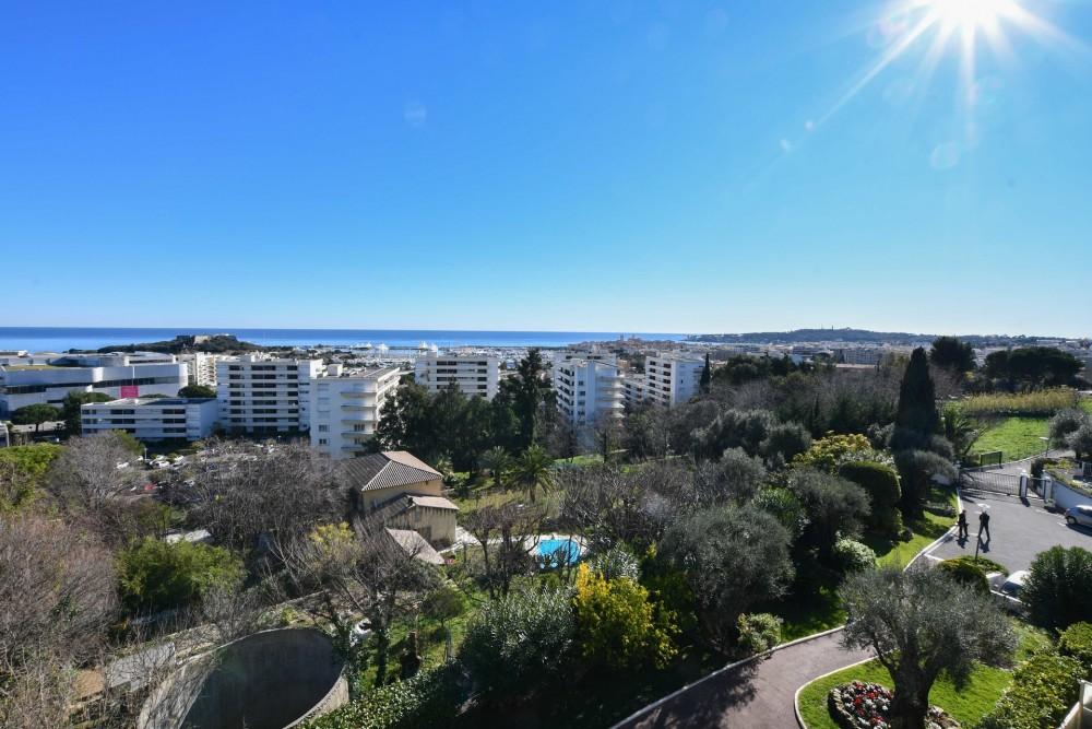 2 bed Property For Sale in Outside Nice,  - 6