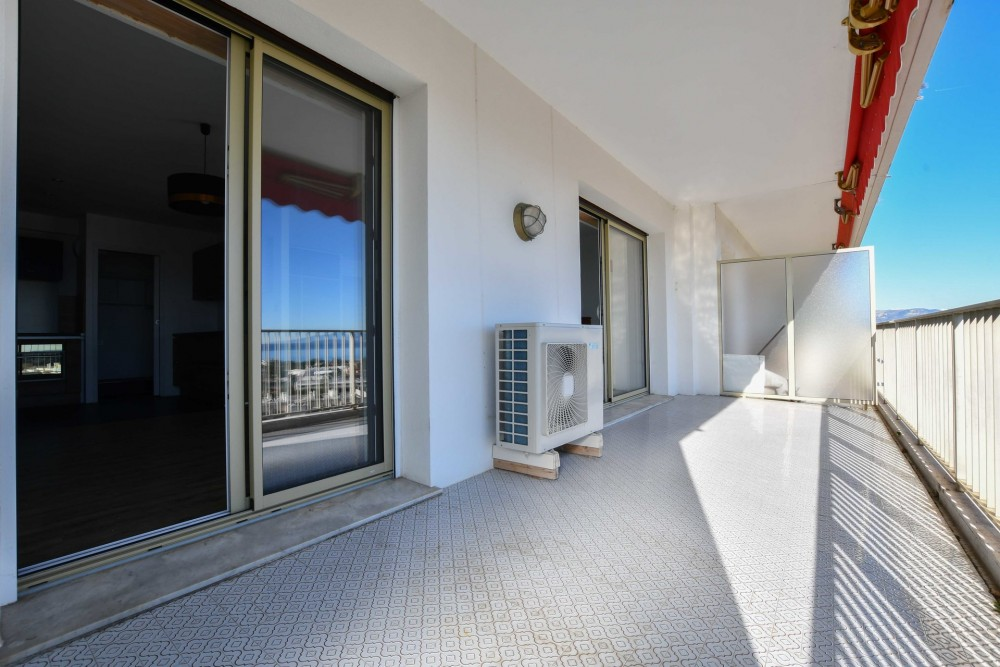 2 bed Property For Sale in Outside Nice,  - 7