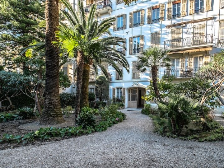 2 bed Property For Sale in Nice,  - 11