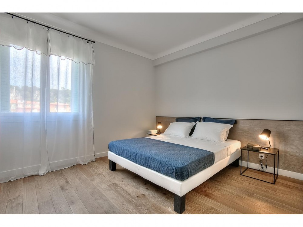 2 bed Property For Sale in Nice,  - 9