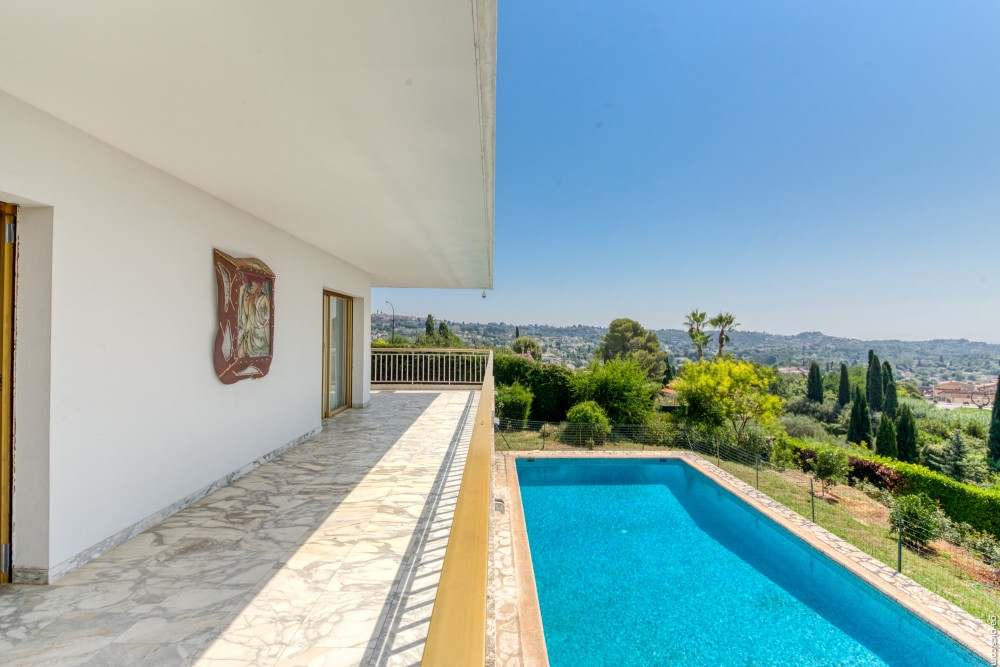 6 bed Property For Sale in Outside Nice,  - 2