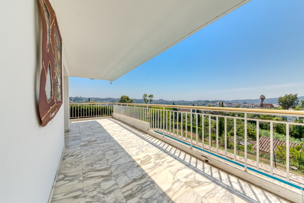 6 bed Property For Sale in Outside Nice,  - 3